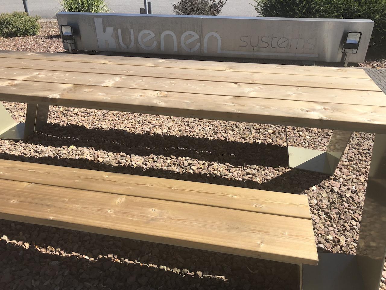 Picknicktafel van staal en hout voor buitengebruik