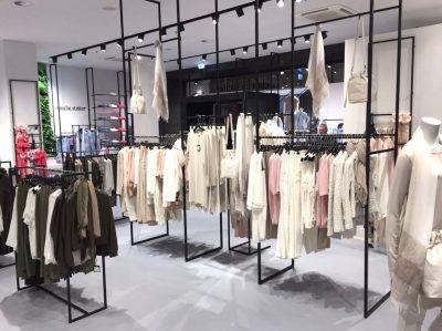 Stalen presentatiesysteem voor kleding op maat gemaakt
