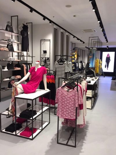 Staal op maat gemaakt in interieur van kledingwinkel